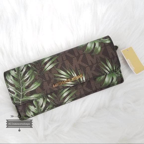 d4daf134e9c607 Michael Kors Bags   Jet Set Flat Olive Brown Palm Wallet   Poshmark